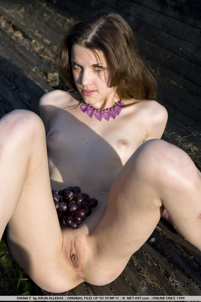 halle berry fake boobs